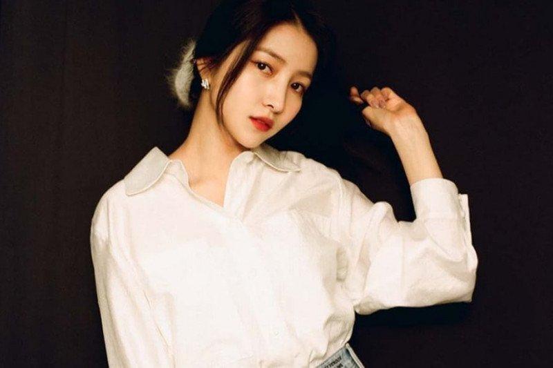 Berfoto dengan manekin berkostum Nazi, Sowon GFRIEND minta maaf