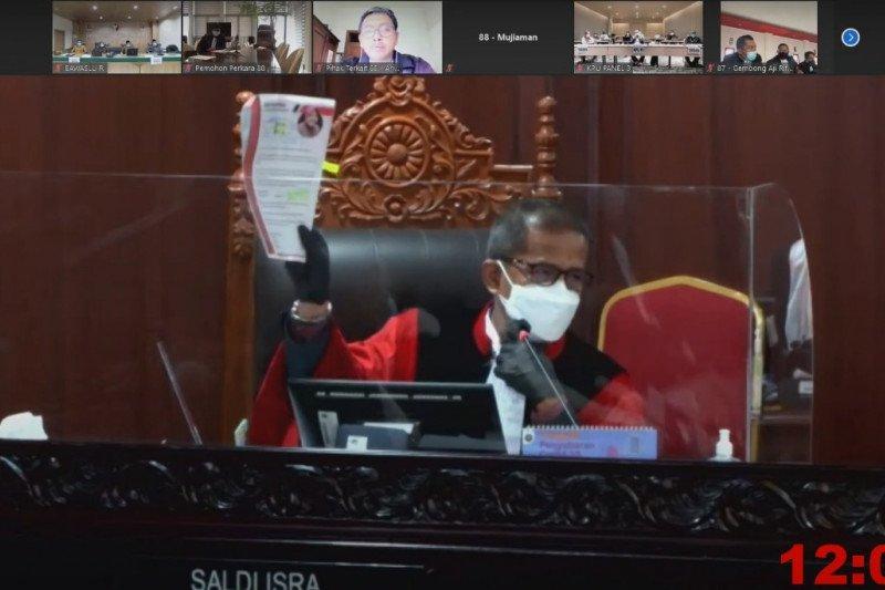 Hakim MK minta penjelasan keterlibatan Risma dalam Pilkada Surabaya