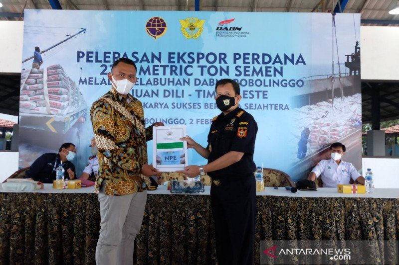 Ekspor perdana semen ke Timor Leste melalui Pelabuhan Probolinggo