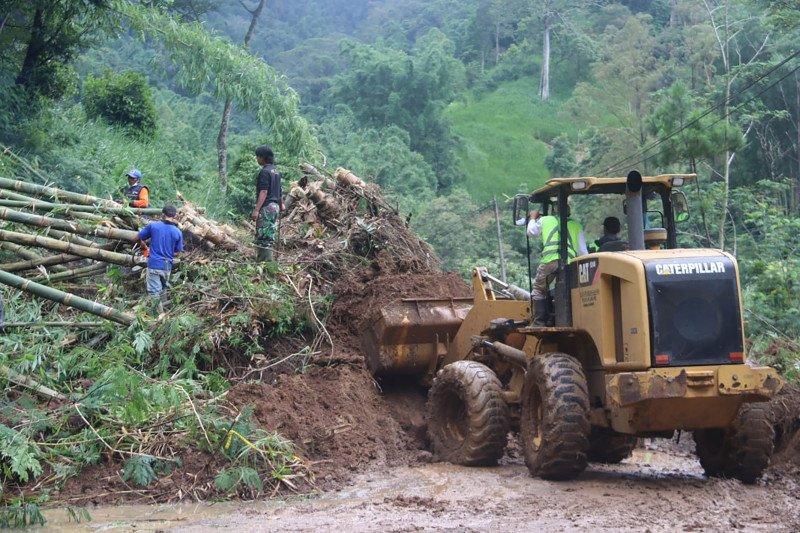 Akses jalan Malang-Kediri kembali tertutup akibat longsor susulan