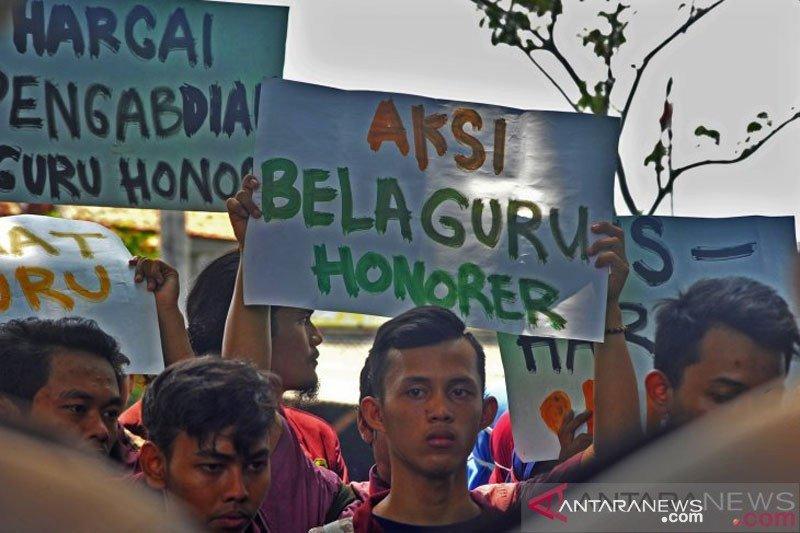 5.640 honorer guru Riau berharap jadi PNS tanpa tes