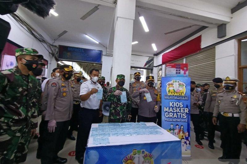 Kios masker gratis didirikan di Stasiun Kota