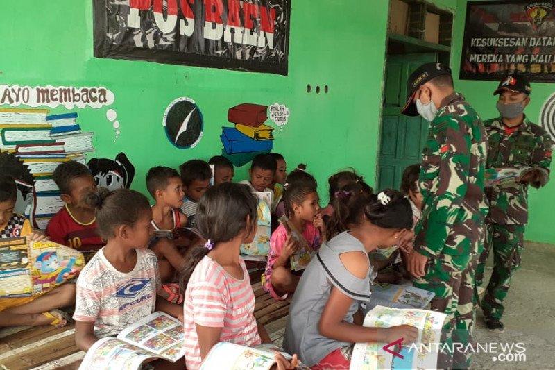 Di perbatasan RI-TL, Satgas Yonarmed bentuk taman baca anak-anak