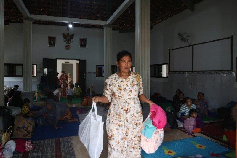 Pengungsi akibat banjir di Jombang terus bertambah