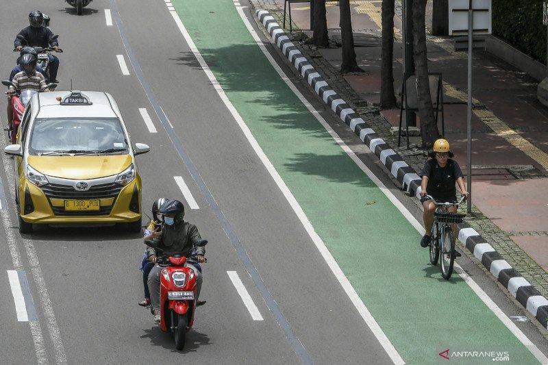Jalur permanen sepeda molor karena ada pemindahan lajur TransJakarta