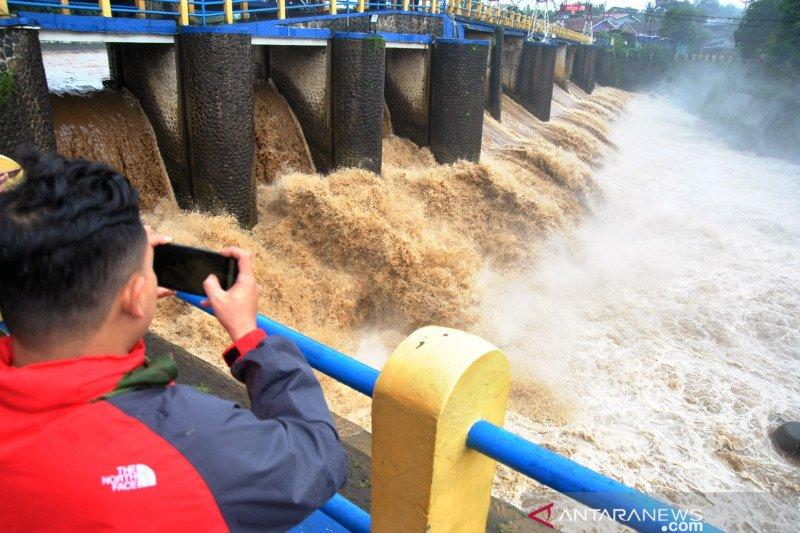 Tinggi muka air di Pos Pantau Sunter Hulu berstatus siaga I