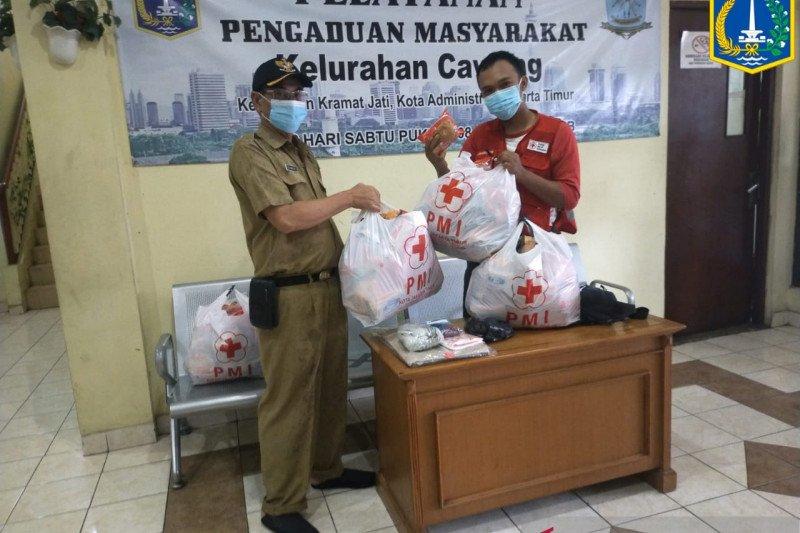 PMI distribusikan bantuan makanan untuk korban banjir di Jaktim