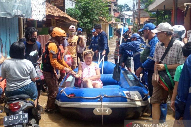 Tim SAR Dompet Dhuafa sisir wilayah terdampak banjir di Jakarta