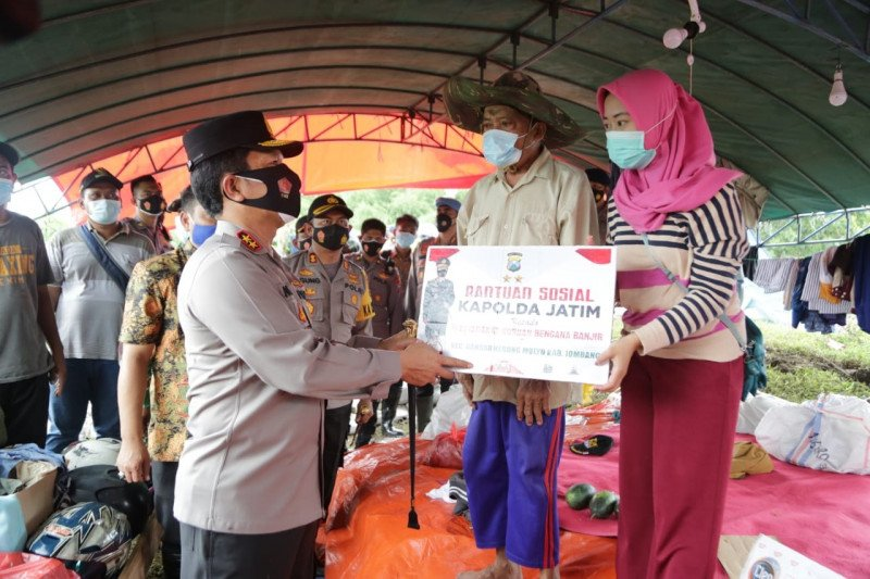 Polda Jatim kirimkan bantuan untuk korban banjir di Jombang