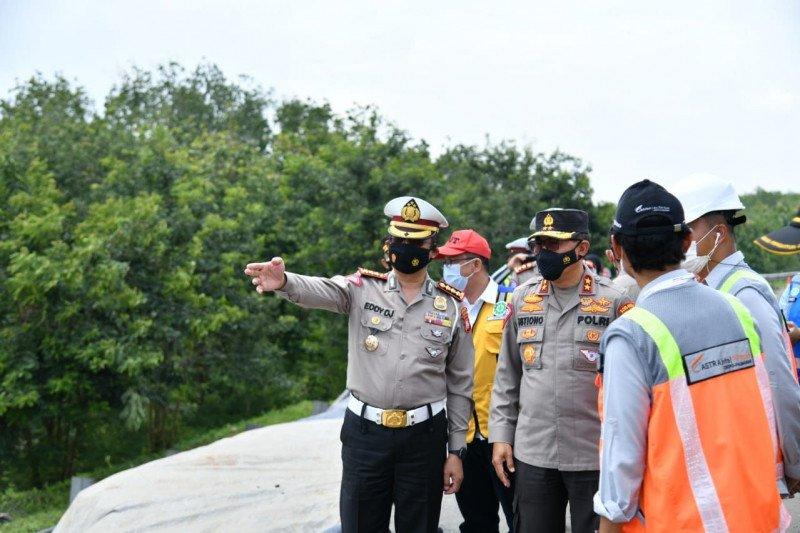 Jalan tol Cipali amblas Korlantas terapkan lawan arus di KM 117-126