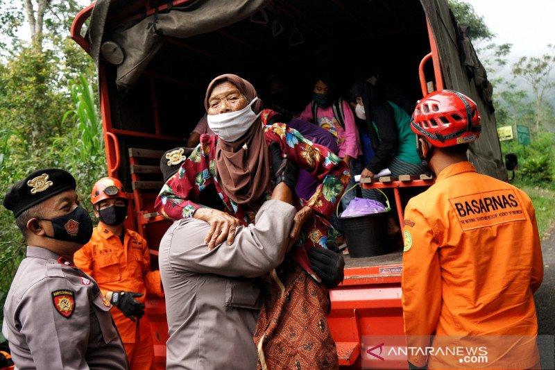 137 pengungsi Merapi di barak Purwobinangun dipulangkan