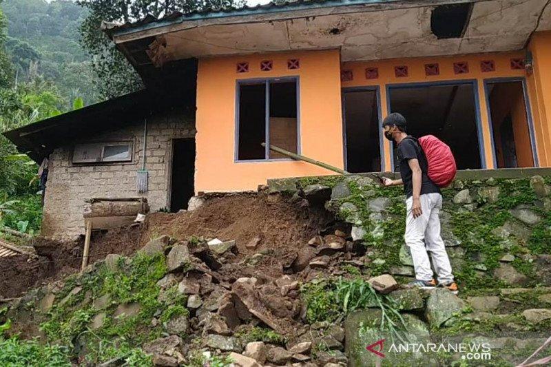 BNPB catat 386 bencana di Indonesia pada 1 Januari - 9 Februari 2021
