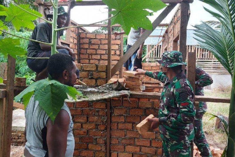 Satgas TNI bantu warga di perbatasan RI-Papua Nugini buat MCK