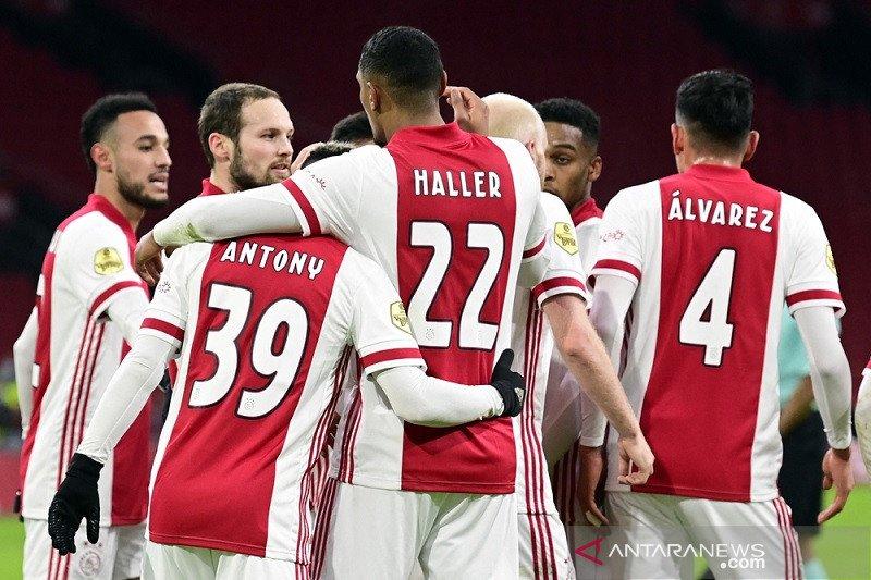 Ajax curi satu poin dari PSV berkat penalti menit terakhir