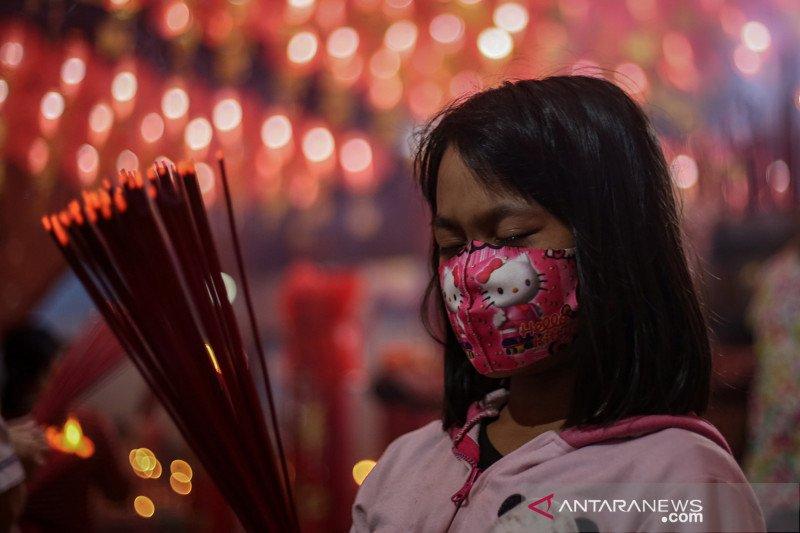 Ibadah malam perayaan tahun baru imlek di tengah pandemi COVID-19