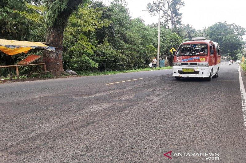 Penyebab kecelakaan tunggal, jalan nasional di Cianjur banyak lubang