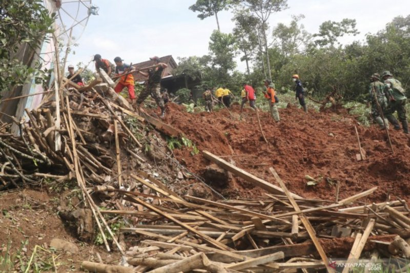 SAR temukan dua lagi korban tanah longsor Nganjuk