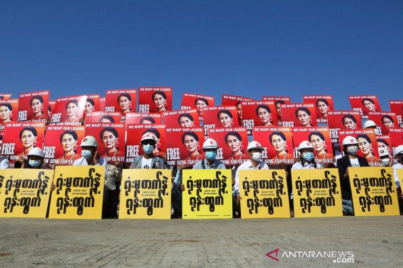 Hadiri persidangan, Suu Kyi tampak tidak sehat