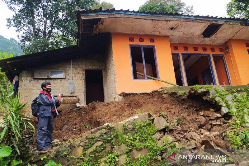 Pemkab Cianjur akan relokasi 22 keluarga akibat pergerakan tanah