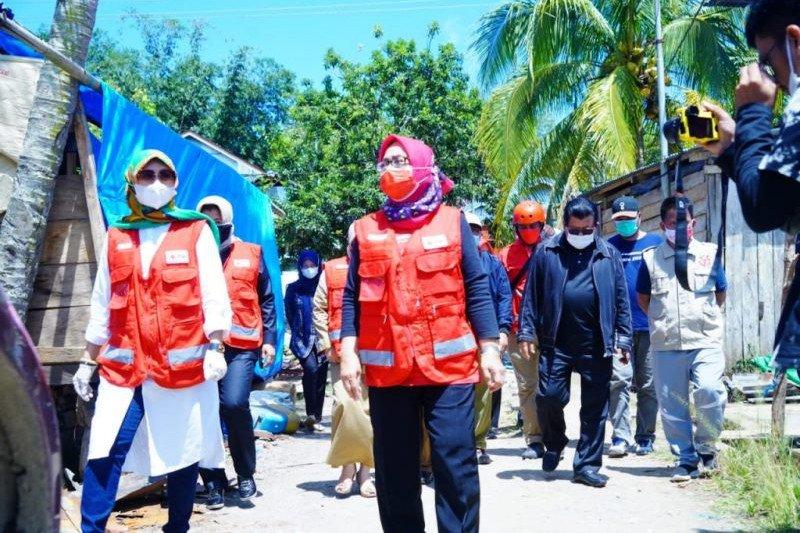 PMI Sulbar serahkan bantuan kebutuhan pengungsi korban gempa