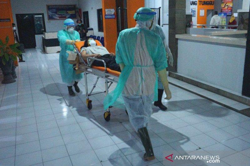 Perawat harus lebih cerdas dari virus agar tidak tertular
