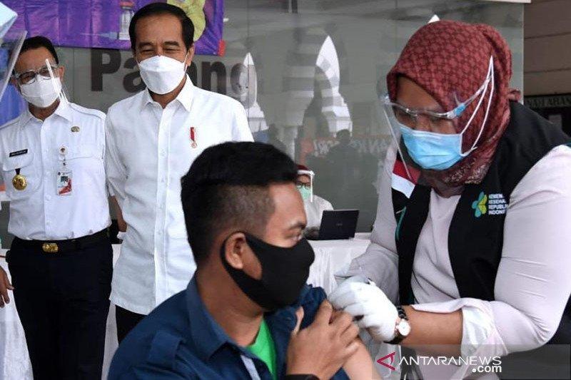 Vaksinasi bagi lansia segera dimulai usai didistribusi Jumat ini