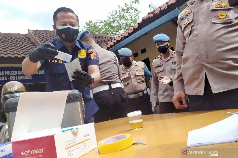 Polrestabes Bandung sidak tes urine imbas kapolsek terlibat narkoba