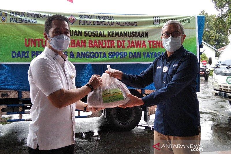 Bantu korban banjir Kudus, PT Pusri salurkan 700 paket kebutuhan pokok