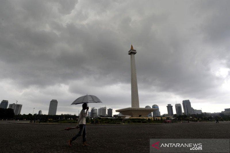 Waspadai hujan disertai petir dan angin kencang di Jakarta