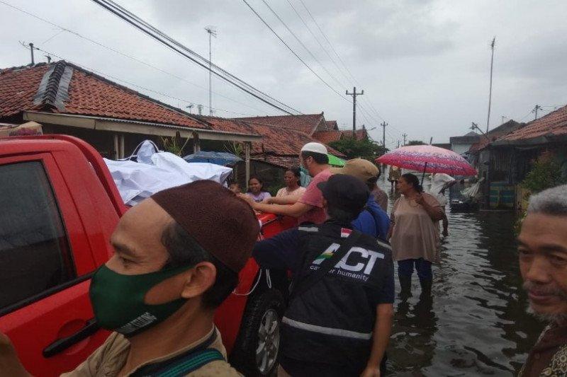 ACT Tegal distribusikan ratusan makanan terdampak banjir Pekalongan