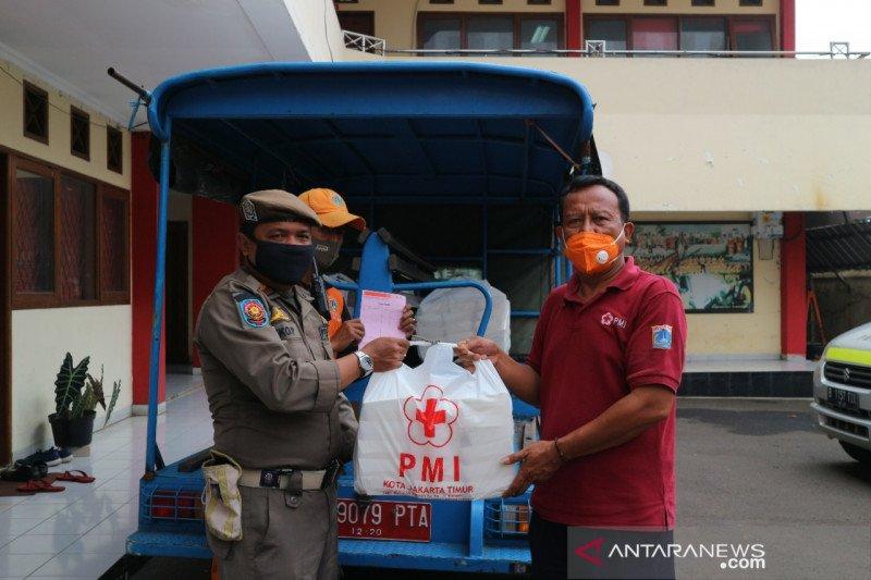 14.545 roti didistribusikan ke pengungsian banjir di Jaktim