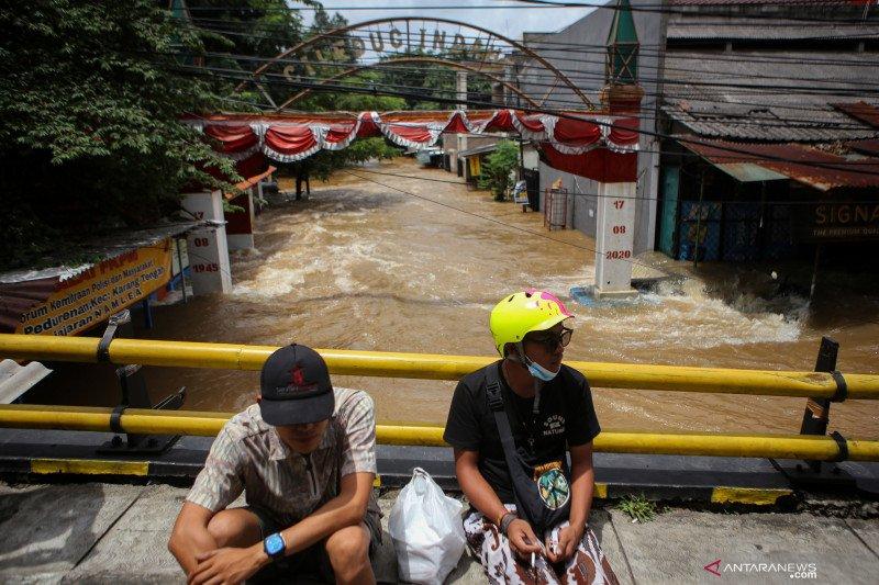 Pemkot Tangerang mulai distribusikan bantuan ke warga terdampak banjir
