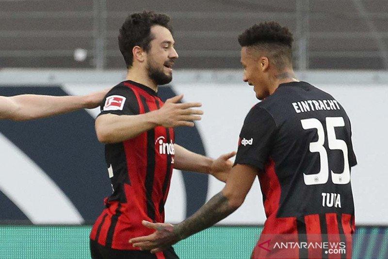 Frankfurt menjungkalkan Muenchen 2-1