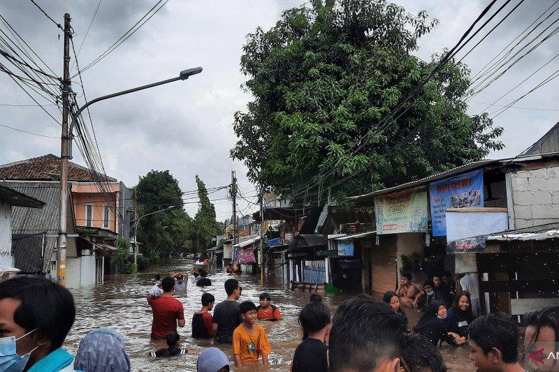 Enam ruas jalan di Jaksel masih terendam banjir