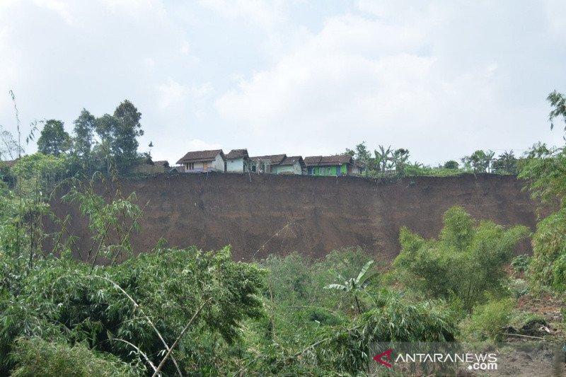 BPBD Garut: Longsor di Cilawu masih terjadi
