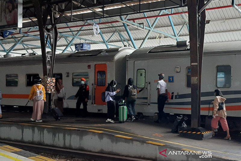 KAI Purwokerto batalkan perjalanan sejumlah KA tujuan Jakarta
