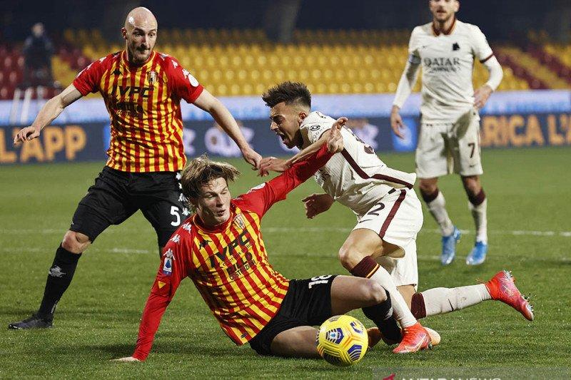 Roma hanya mampu bawa pulang satu poin dari markas Benevento