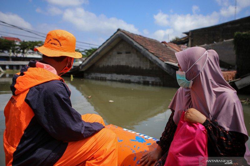 Sarana pendukung antisipasi banjir disebarkan ke 182 RT
