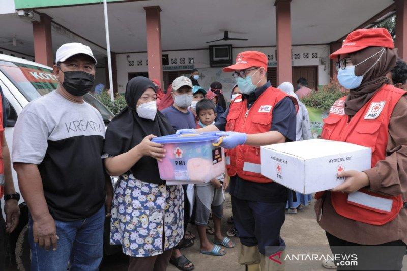 PMI lakukan penyemprotan disinfektan di daerah terdampak banjir