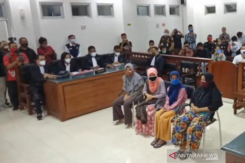 Hakim tangguhkan penahanan 4 IRT terdakwa perusakan pabrik rokok