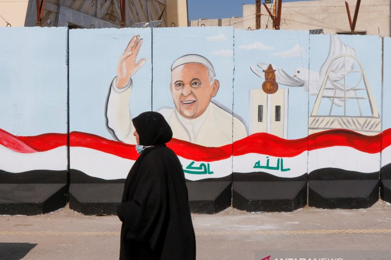 Paus Fransiskus bertolak ke Irak untuk perjalanan bersejarah, berisiko