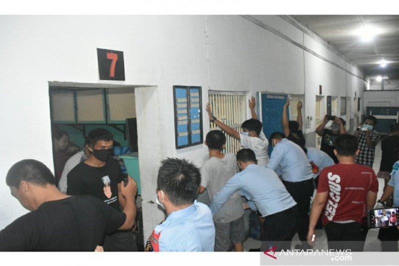 Kemenkumham dan BNN Sultra sidak blok narapidana narkoba Lapas Kendari