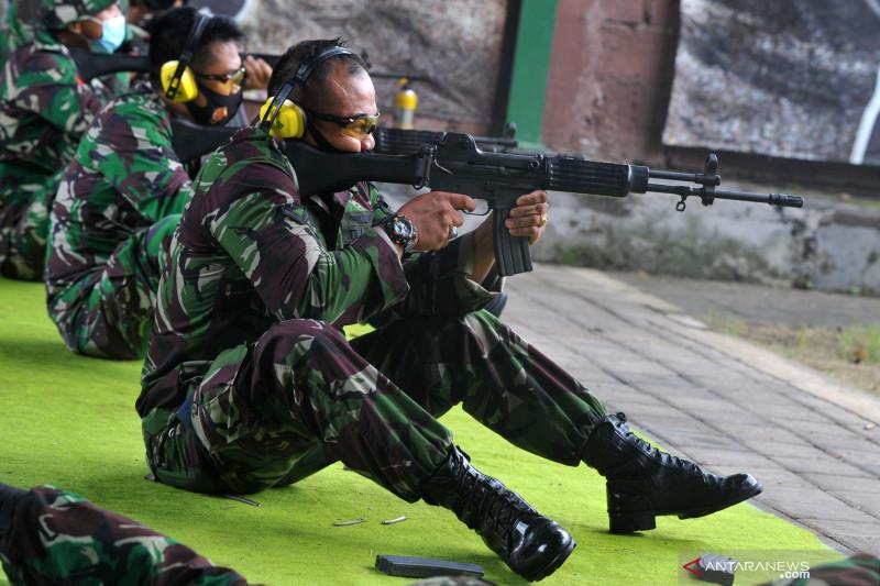Prajurit TNI AU latihan menembak