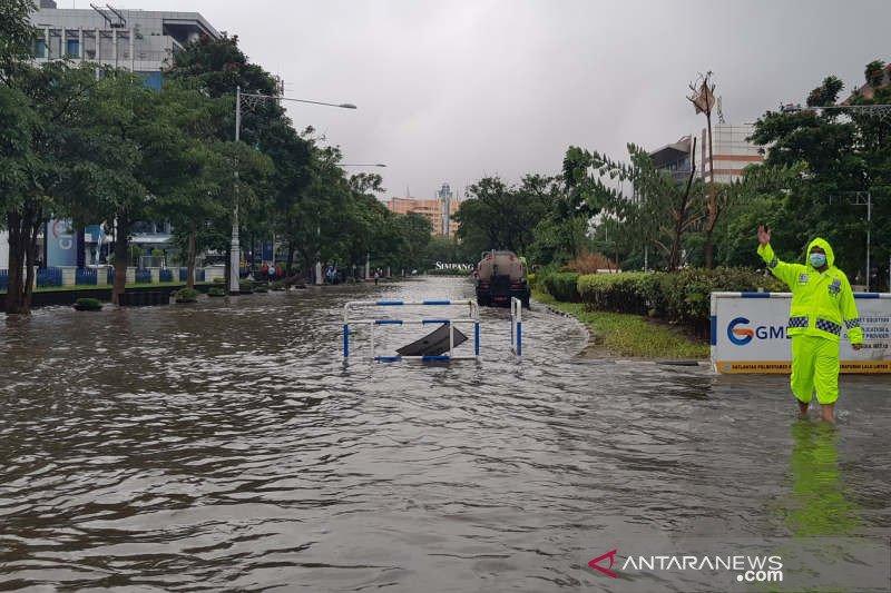Diguyur hujan lebat, Simpang Lima Semarang tergenang