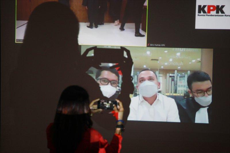 KPK panggil tiga pihak swasta terkait kasus suap mantan Mensos