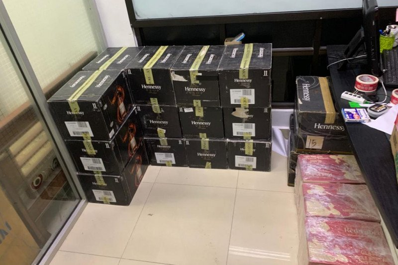 BC Dumai gagalkan penyelundupan ratusan botol miras asal Malaysia