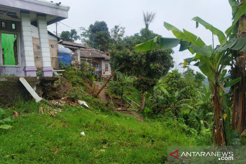 Pemkab Cianjur relokasi 16 kepala keluarga akibat pergerakan tanah