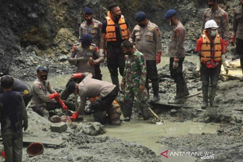 SAR upayakan proses evakuasi korban masih tertimbun longsor di Parimo