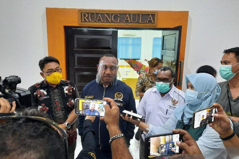 Komisi I DPR RI mendorong kejelasan status KI-KPID Papua