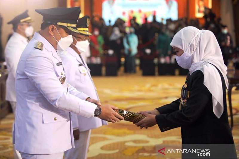 Eri Cahyadi resmi jabat Wali Kota Surabaya usai dilantik oleh Khofifah